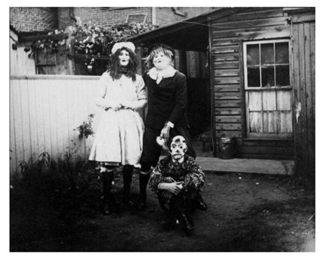 FLI Halloween 3 Very-first-scary-Halloween-photographs-155