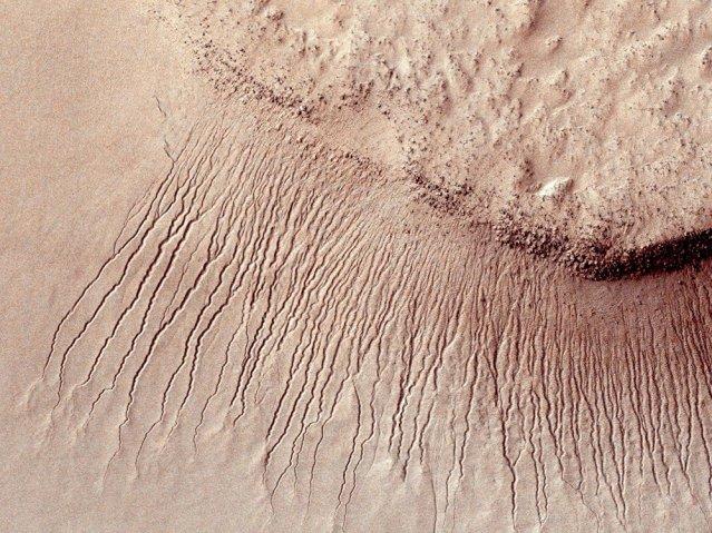 Mars water channels
