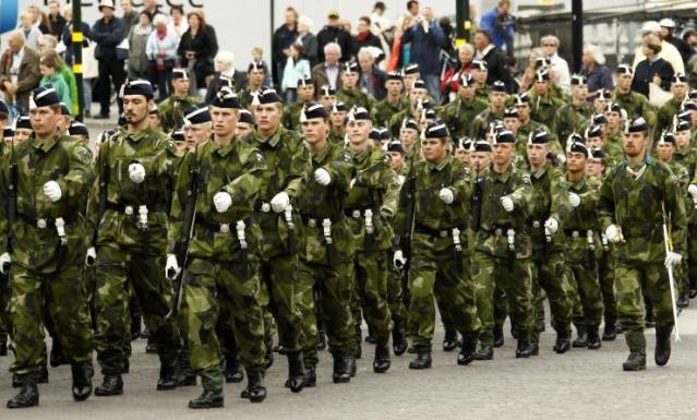 swedish-soldiers-parade