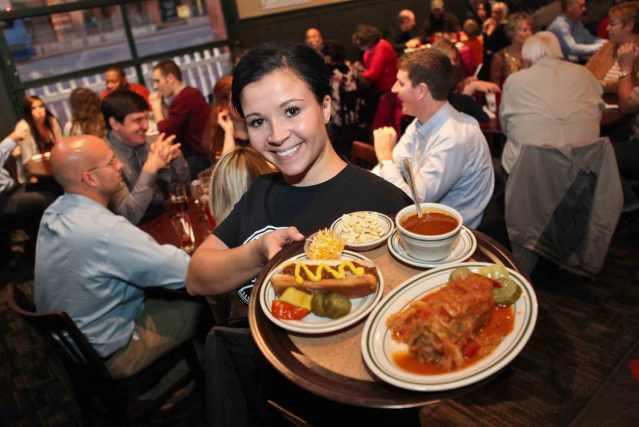 FLI_packos_waitress_serving