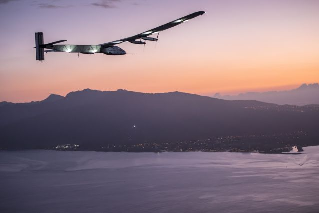 FLI Solar_Impulse_2_RTW_7th_Flight_Nagoya_to_Hawaii_landing_revillard