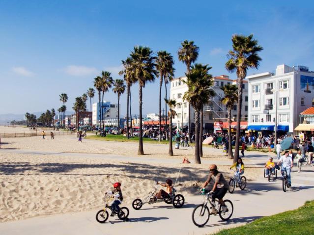FLI California-beach-getaways-venice-beach