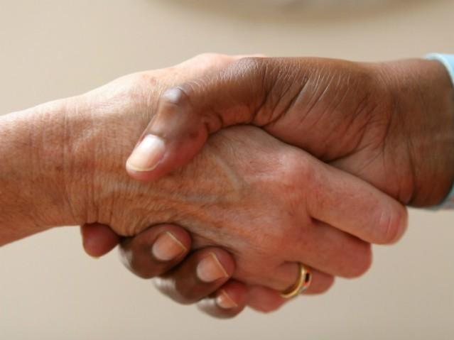 handshake-747-x-560